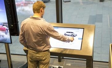Интерактивный стол для Hyundai MotorStudio